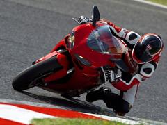 Пазлы онлайн. Картинка №337: Укротитель мотоциклов . Размер картинки: 640х480